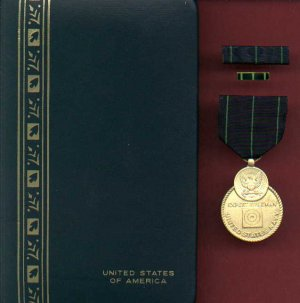Navy Expert Rifle Shot medal in case with ribbon bar and lapel pin