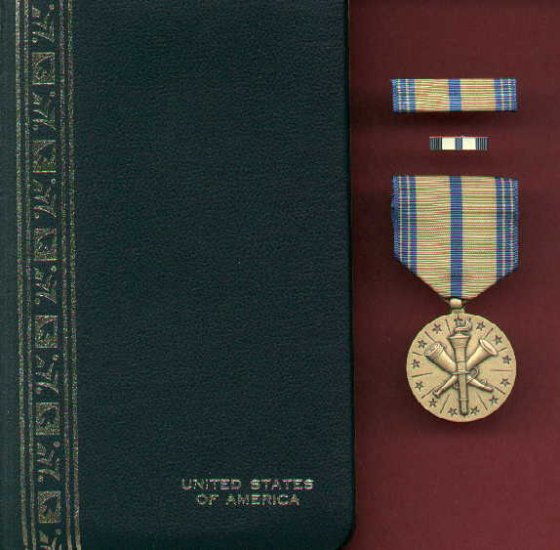 Army Armed Forces Reserve medal in case with ribbon bar and lapel pin