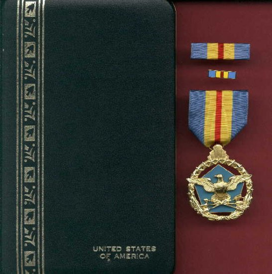 US Defense Distinguished Service medal in case with ribbon bar and lapel pin
