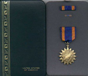 US Air  medal in case with ribbon bar and lapel pin