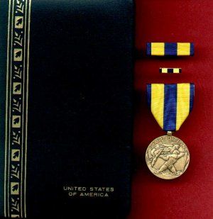 US Navy Expeditionary medal in case with ribbon bar and lapel pin