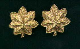 Pair of Major rank insignia 1/2 size  Gold Oak Leaves