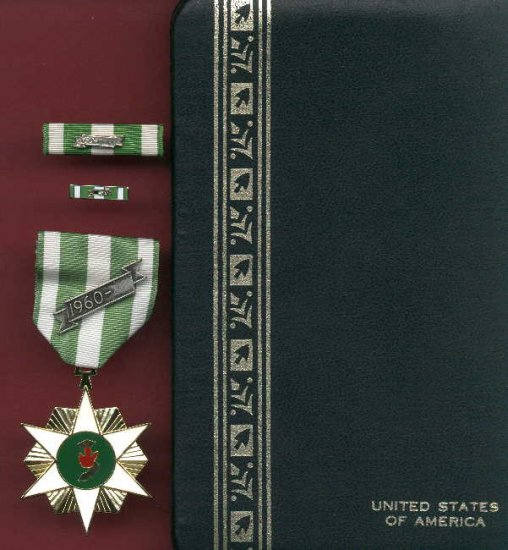 Vietnam Campaign Award medal with 60 device in case with ribbon bar and lapel pin