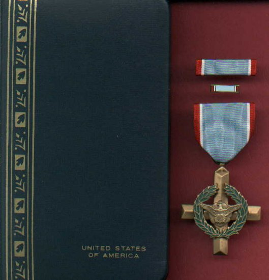 US Air Force Cross in case with ribbon bar and lapel pin  USAF