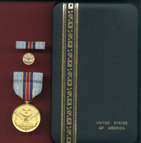 USAF Civilian Award for Valor 1st Class cased set with ribbon bar and lapel pin