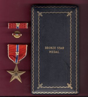 WWII Bronze Star medal with V device for Valor in case with ribbon bar and lapel pin