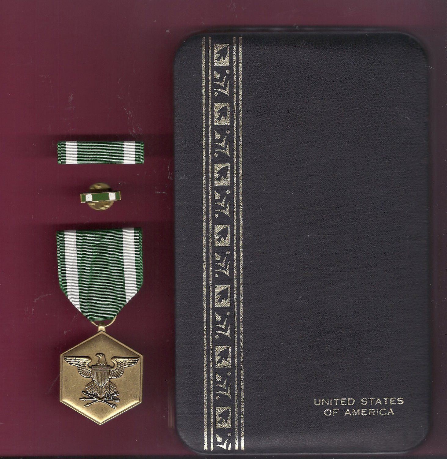 Navy Commendation medal in case with ribbon bar and lapel pin