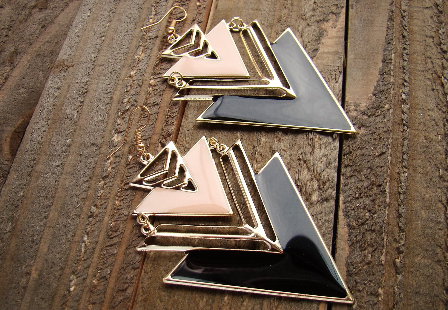 Pink Black Large Chevron Design Arrow Shape Gold Alloy Dangle Hook Earrings Fashion Jewelry