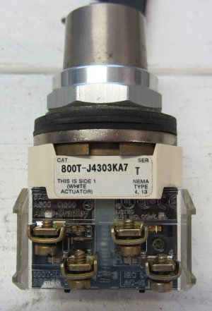 Allen Bradley 800T-J4303KA7 Key Operated Selector Switch Position Maintained 800TJ4303KA7