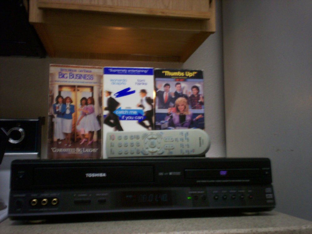 $0 USA Shipping With Toshiba SD-K200 DVD/VCR Player W/ Tuner / Remote & 3 Movies