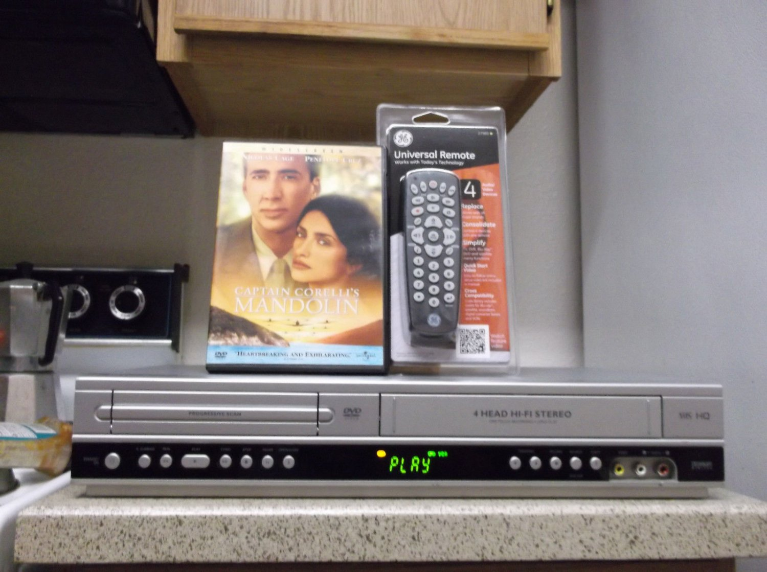 Refurbished Philips DLP3340U VCR/DVD Combo Player With 4-1 Remote & 1 DVD Movie