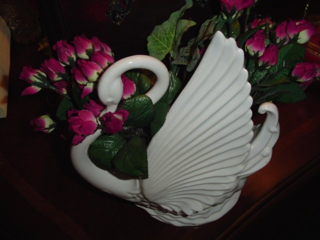 VINTAGE WHITE SWAN TV LAMP