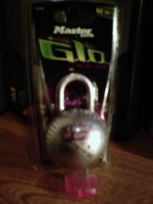 NIP Master Lock G.l.o. Hi-Viz Dial purple glowing combination padlock