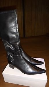 ITALIAN WOMEN'S TALL FASHION BLACK BOOTS SIZE 40 BRAND NEW IN THE BOX