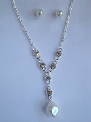 Pearl Necklace earrings set V neck with crystals