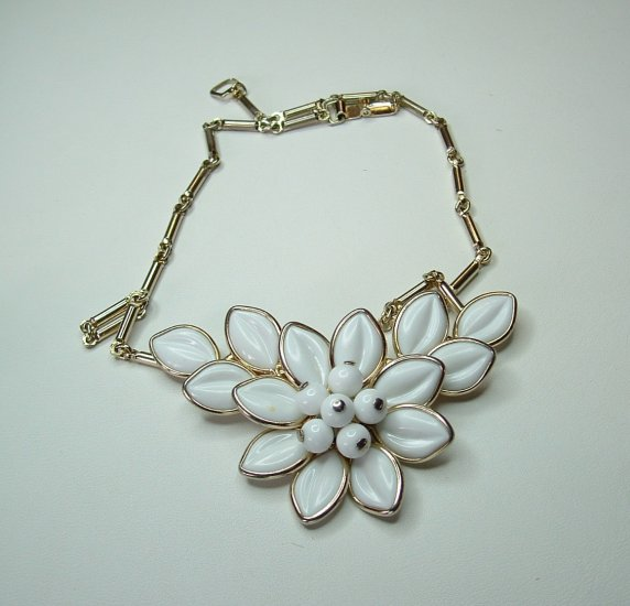 Vintage White Milk-glass Flower Necklace