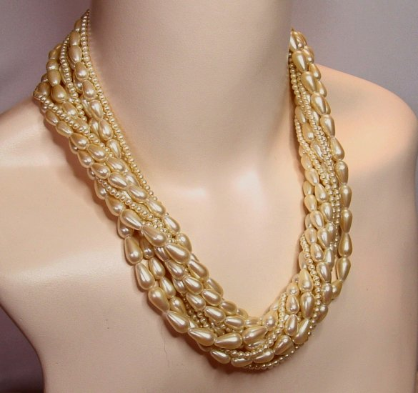 Beautiful Vintage Faux Pearl Torsade Signed Carolee