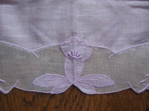 Vintage Ladies Hankie Lavender with White Applieque Embroidery