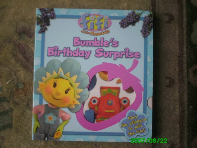 Fifi and The Flowertots - Bumble's Birthday Surprise (Book With Reusable Stickers)