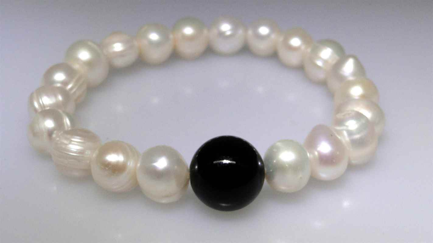 White Freshwater pearl bracelet with a Black Onyx focal bead
