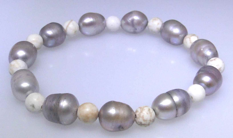 Natural gray freshwater pearl and Howlite elastic bead bracelet