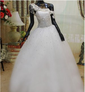 2013 Beautiful Drop Shoulder Wedding Gown