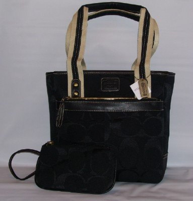 SIGNATURE MEDIUM TOTE HANDBAG WITH MATCHING WRISTLET