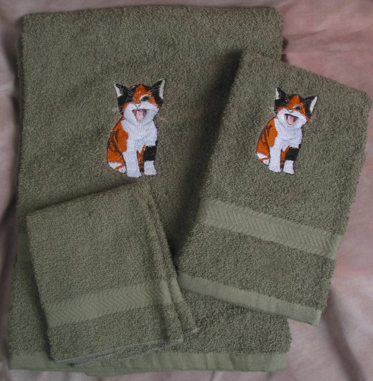 Embroidered Meowing Calico Kitten on Dark Green Wash Hand Bath Towels Set