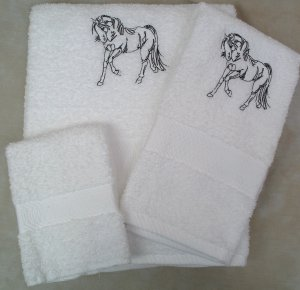 Embroidered Gaited Horse on Cream Bath Towel Set