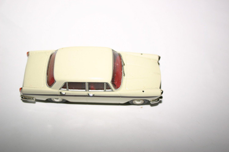Vintage Lledo Vanguards Austin Morris Oxford Cambridge Diecast Model Car