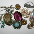 A Magnificent Lot Of Mixed Fasionable Vintage Costume Jewellary