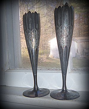 LOVELY PAIR OF VICTORIAN RARE SILVERPLATED FLUTED CROWN TOP ETCHED VASES MERIDEN