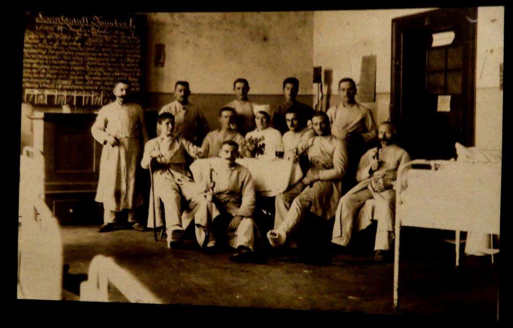 World War I Military Real People Postcard German Doctors, Nurses Unused