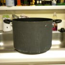 PAMPERED CHEF@@ 8 QT COVERED STOCKPOT..GREAT CONDITION DIFFERENT HANDLES AND LID