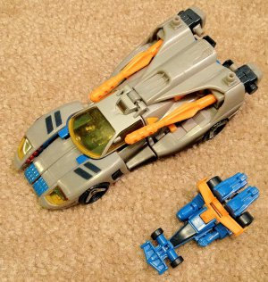 Transformers Armada Blurr with Incinerator Minicon