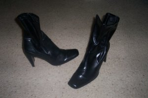 VERY NICE BLACK BOOTS SIZE 9 WOMENS