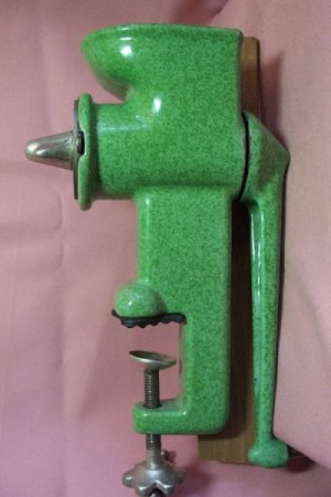 Vintage Collectible GREEN ENAMEL HARPER Grinder, Mincer - Exc. Cond.