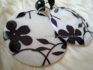 Classic Flowery Shell Earrings