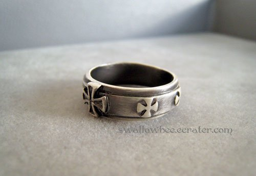 Classic Cross Fashion Ring