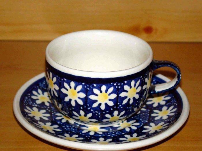 Polish Pottery Teacup and Saucer Zaklady Ceramiczne Boleslawiec  Poland  Daisy Pattern