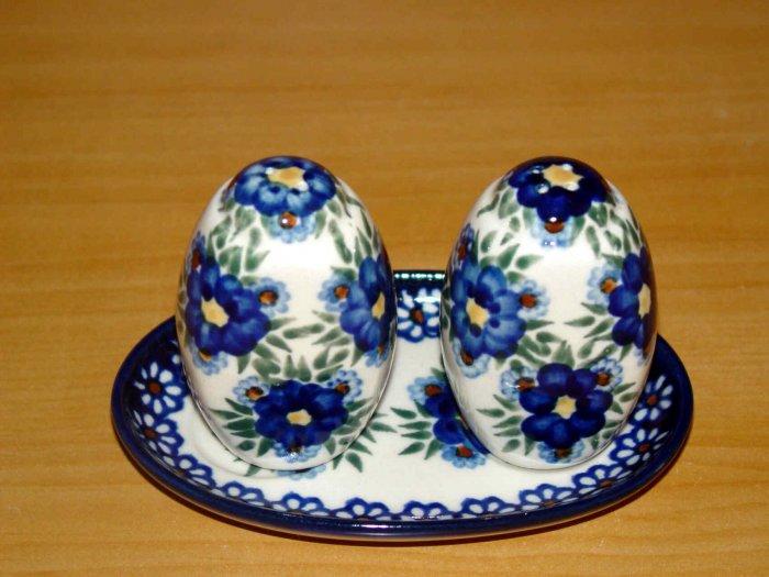 Polish Pottery Salt and Pepper WR Unikat Signature Profusion  Artist Signed Boleslawiec Poland