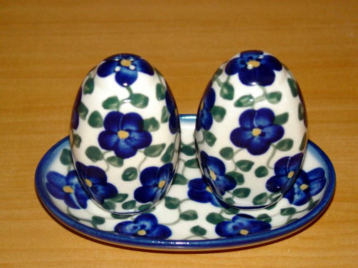 Polish Pottery Salt and Pepper WR Unikat Signature Violet Village Artist Signed Boleslawiec Poland