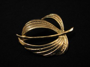 Vintage Gold Tone Leaf Pin Brooch