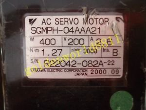 Yaskawa servo motor SGMPH-04AAA21 good in condition for industry use