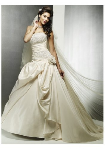 Romantically embellished waistline strapless wedding dresses