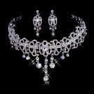The silvery white alloy marriage necklace