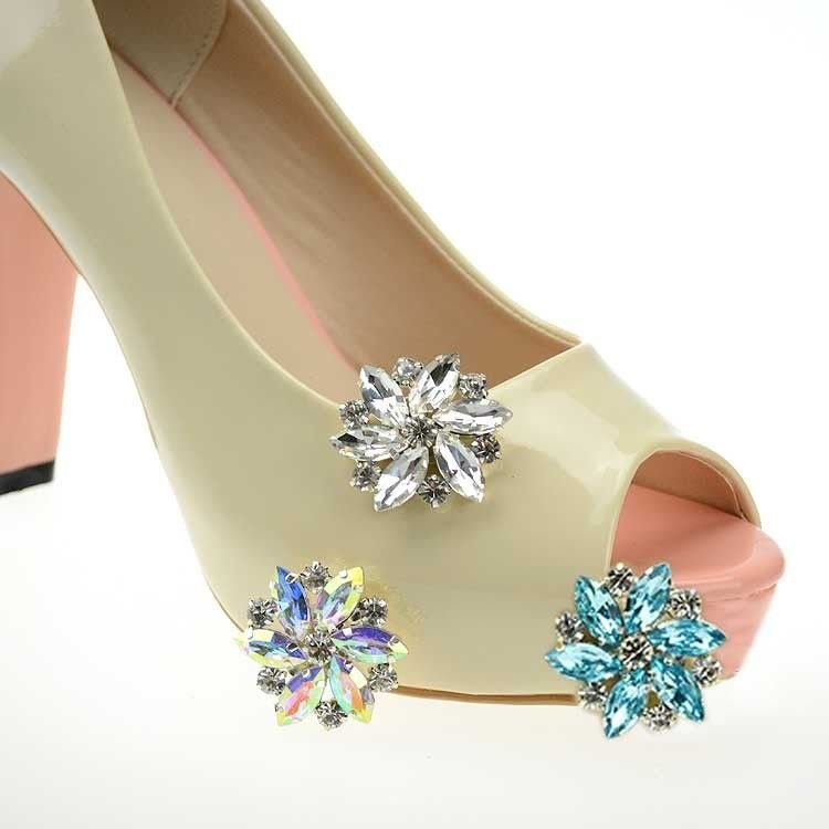 A PAIR OF RHINESTONE CRYSTAL WEDDING BRIDAL FLORAL SANDALS HIGH-HEEL SHOE CLIPS