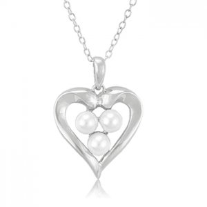 Heart shaped Pendant with 3 pearls
