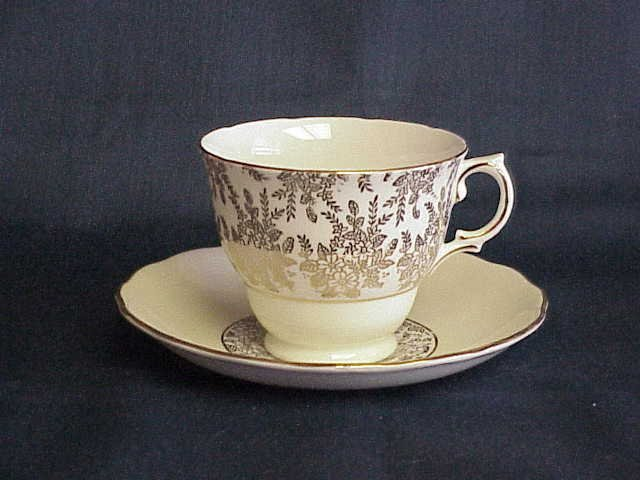 Royal Vale Made in England Cup & Saucer --- FREESHIPPING ---  Memory Lane Collectibles