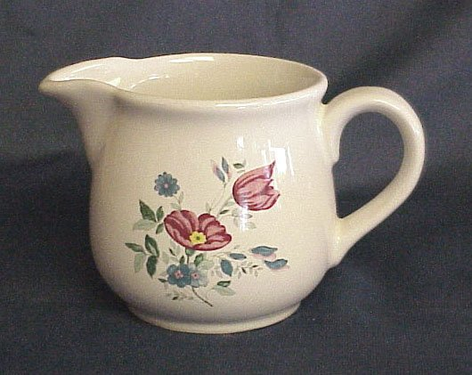 Lovely Vintage Creamer - Memory Lane Collectibles --- FREE SHIPPING ---